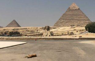 誰もいないピラミッド